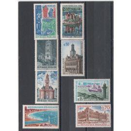 France: Série de 8 timbres sur les sites et monuments, émis en 1966 et 1967.