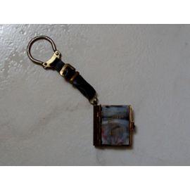 Porte Cle Porte Cles Porte Clef Porte Clefs Keyring Ancien Petit Livre En Plastique Metal Qui S Ouvre Pour Laisser Apparaitre Un