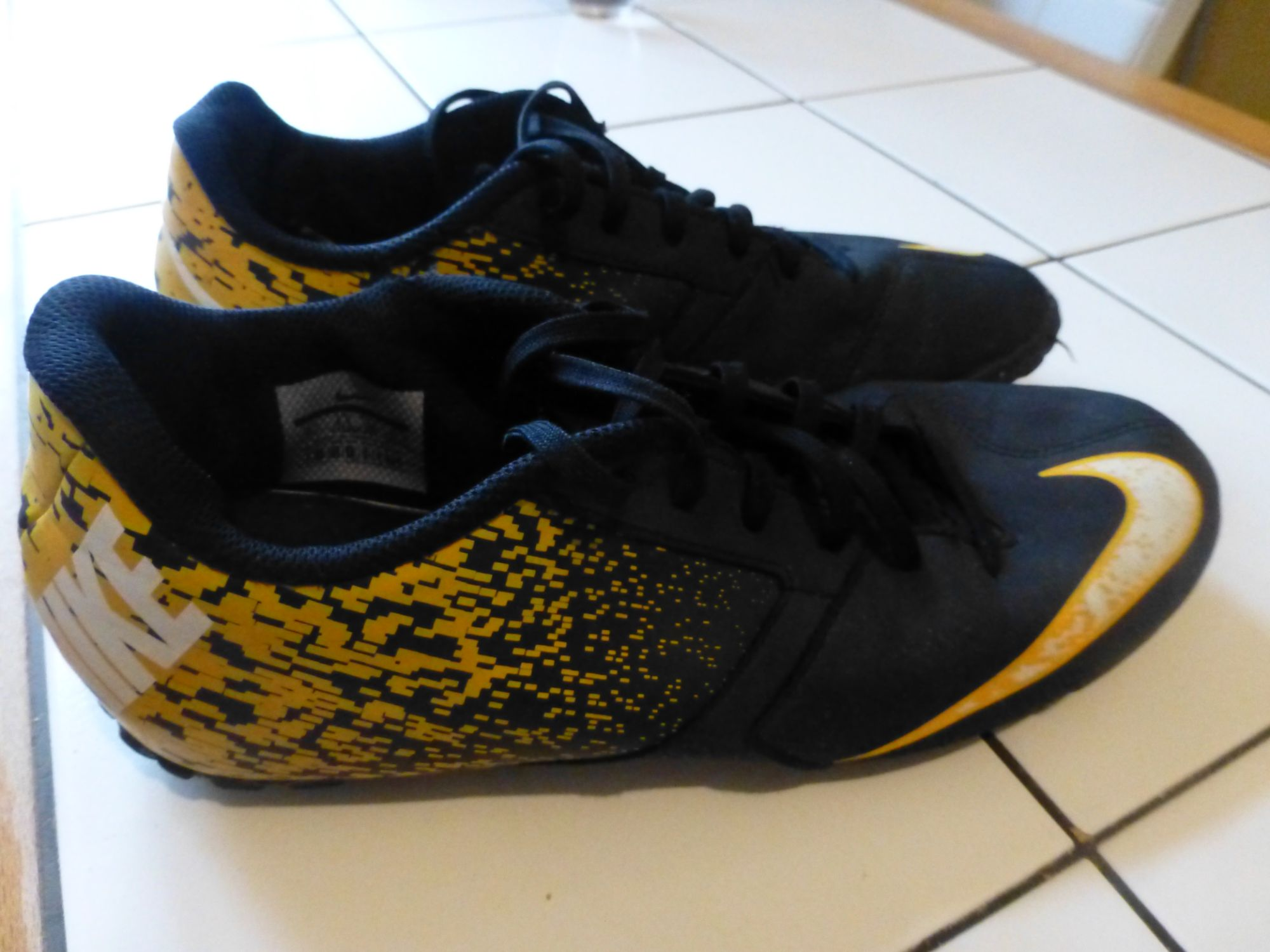 chaussure foot salle nike homme