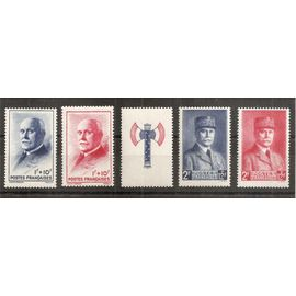568 - 569 - 570 - 571 (1943) Série Au profit du Secours National N** (cote 12e) (6526)