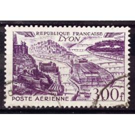 Vues de Grandes Villes - Lyon 300f Violet (Très Joli Aérienne n° 26) Obl - Cote 13,00€ - France Année 1949 - N26841