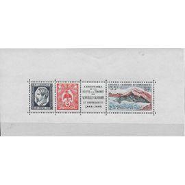 NOUVELLE-CALEDONIE 1960 : Centenaire de la Poste et du timbre néo-calédonien - Bloc-feuillet NEUF ** de 3 timbres à 50 F. avec vignette centrale cote 22 €