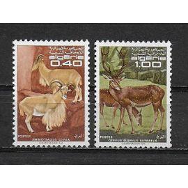ALGERIE 1968 : Animaux divers : Ammotragus lervai / Cervus elaphus barbarus - Série entière de 2 timbres NEUFS **