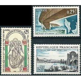 france 1966, très beaux timbres yvert 1481 700 ans de pont saint esprit, 1482 1000 ans du mont saint michel, 1489 pont d