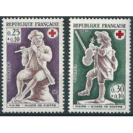france 1967, paire croix rouge, Timbres 1540 Joueur De Flûte Et 1541 Violoniste, Figurines En Ivoire Du Musée De Dieppe, neufs** luxe