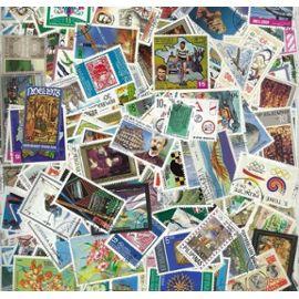 Lot de 200 timbres du mon