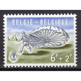 """BELGIQUE 1960 : """"Parachutisme"""" : Atterrissage - Timbre 6 F. + 2 F. outremer, olive et noir NEUF ** cote 8,50 €"""