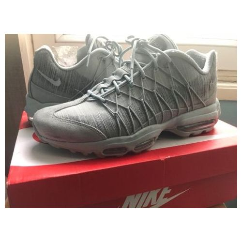 Baskets Nike Air Max 95 42 Gris