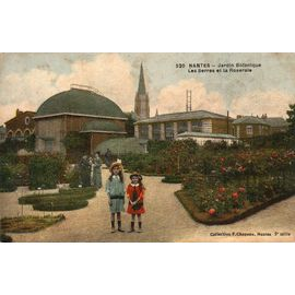 carte postale ancienne - NANTES - Jardin botanique - les serres et la  roseraie