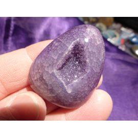 Géode agate teintée Violet Pendentif. Magnifique formation de cristal,  veines de dragon, dos plat. Longueur 4.5 Cm Largeur 3.5 Cm Lot 516