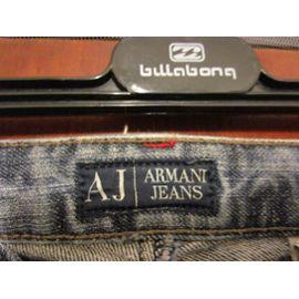 closer at authentic quality classic Jean Armani bleu, taille 36 (ou 34 car taille petit), déjà porté mais  excellent état
