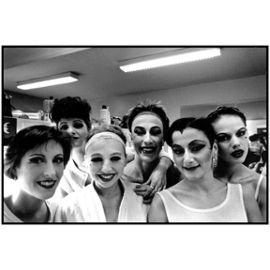 Photographie Argentique Noir Et Blanc Danseuses Coulisses Cabaret Theatre Mogador Savary 1987